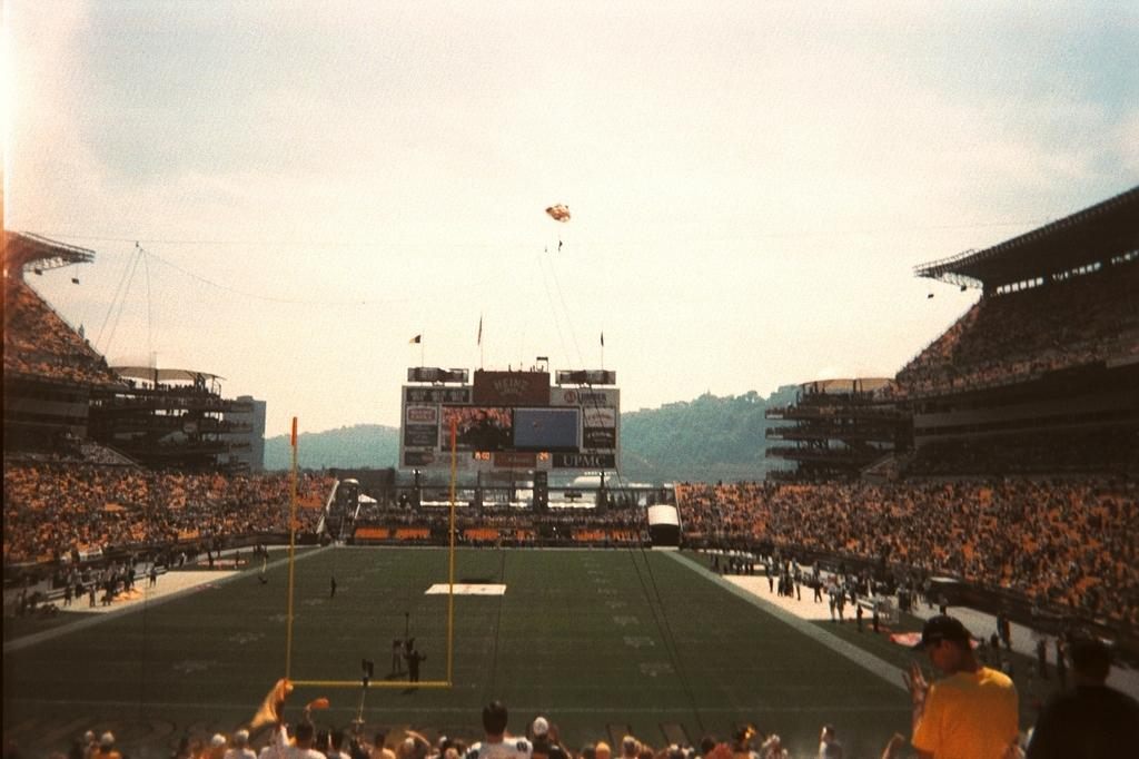 Skydivers at Heinz Field